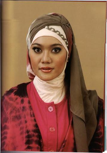 ... kamu warnanya bisa disesuaikan dengan busana atau hijab yang dikenakan
