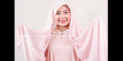 Hijab Ke Pesta Ala Negeri Dongeng